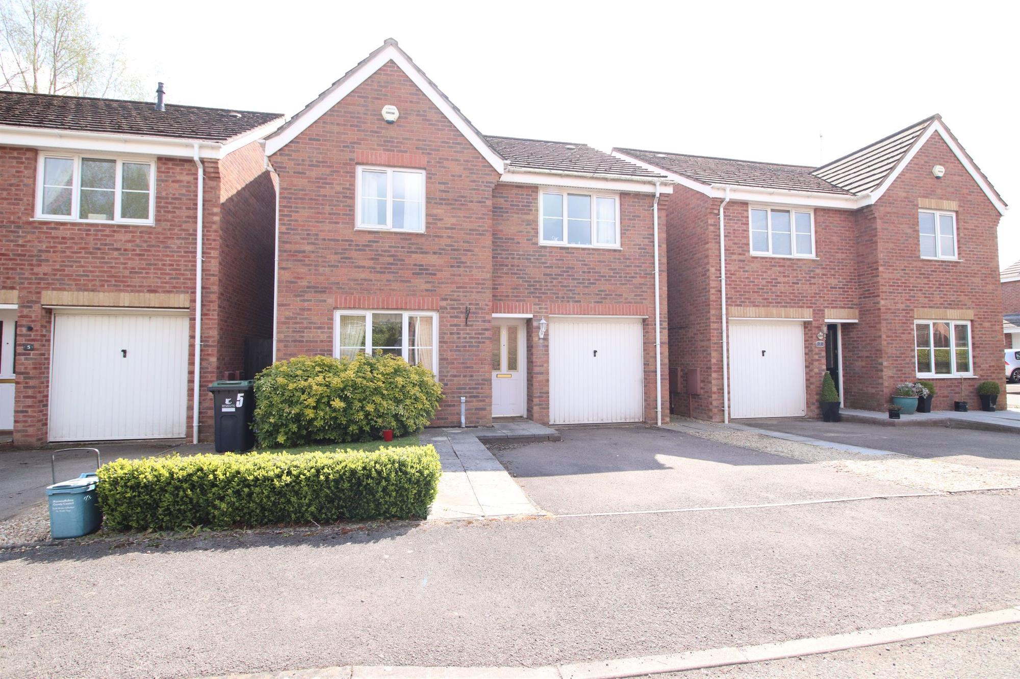 Oaklands Drive, Monmouth